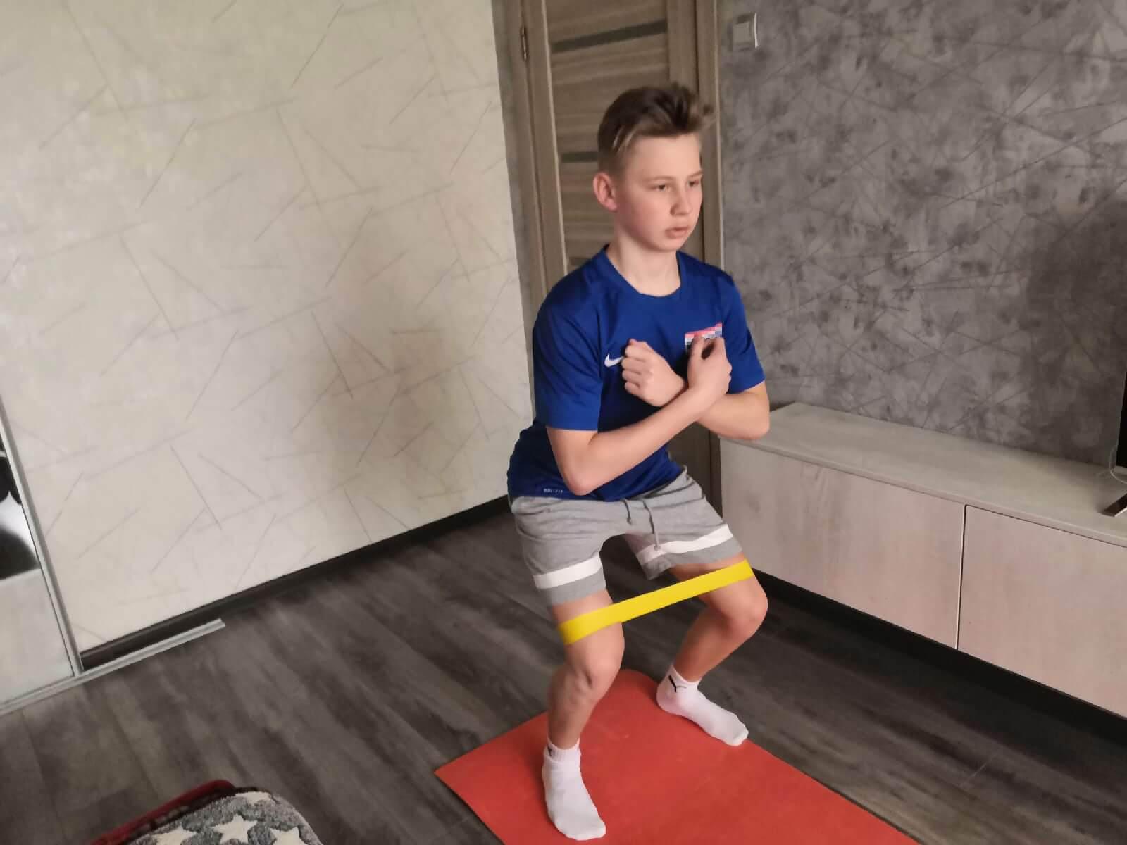 Тимофей Пономарев тренируется дома